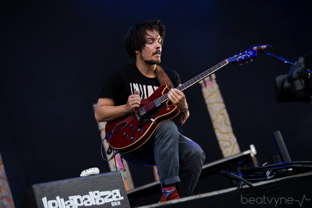 milky chance guitar